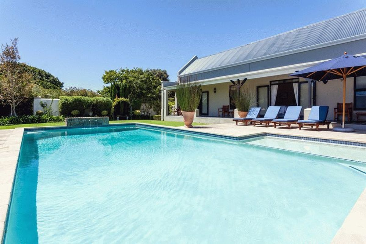 Constantia Luxury Four Bedroom Home Cape Town