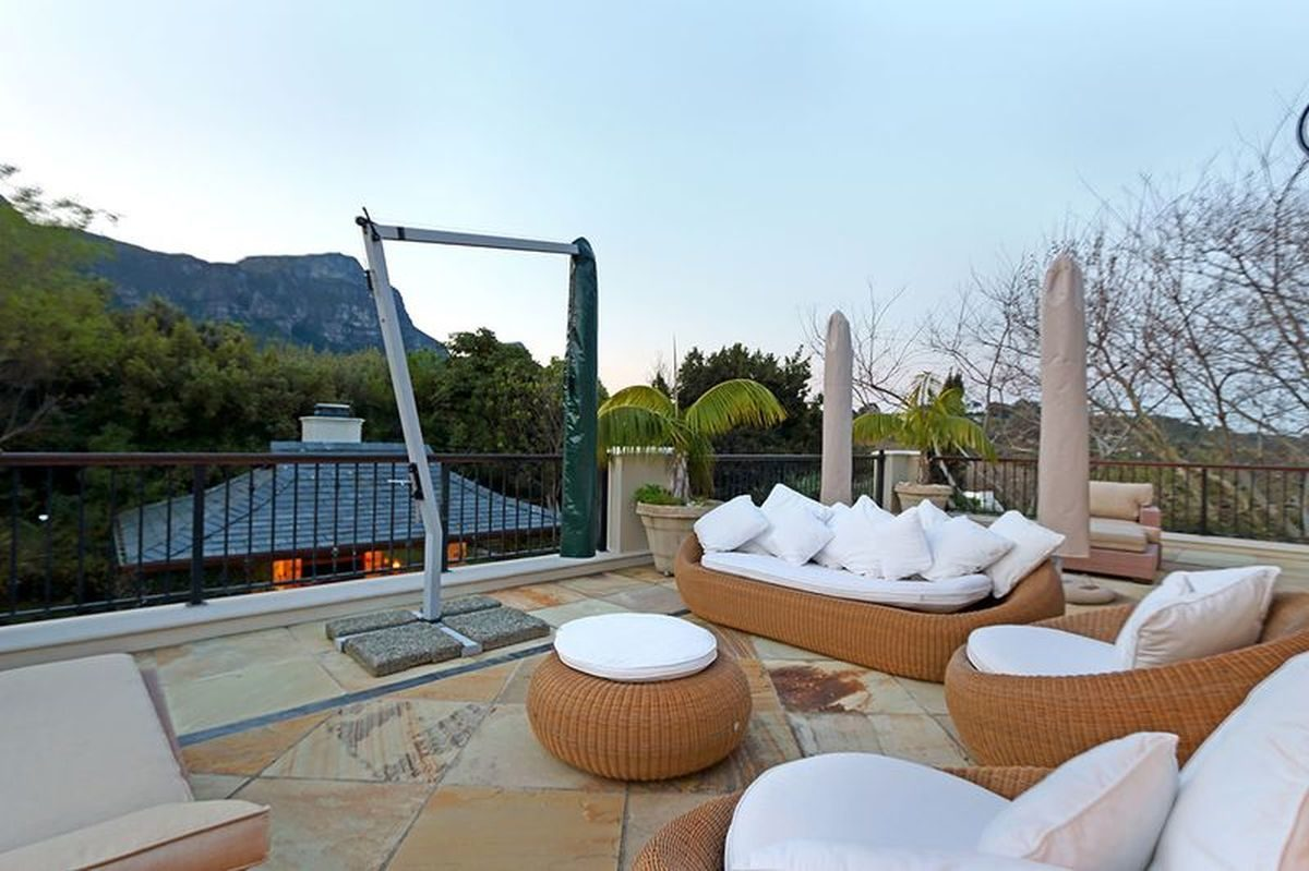 Large Five Star Cape Town Villa in Constantia