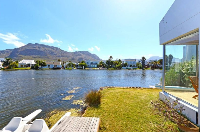 Marina Da Gama Self Catering Three Bedroom Accommodation