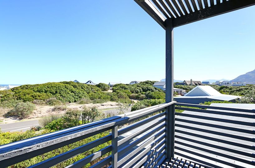 Luxury Self Catering 4 Bedroom Accommodation in Kommetjie