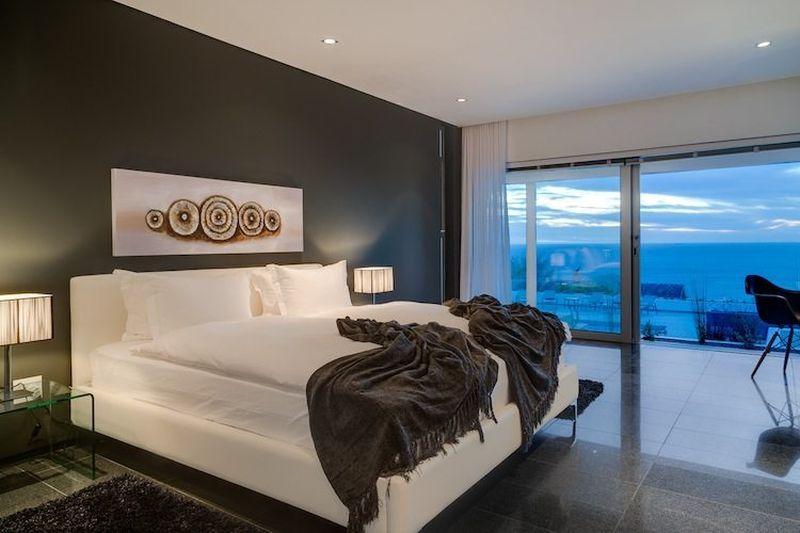 Self Catering 6 Bedroom Luxury Holiday Villa inCamps Bay