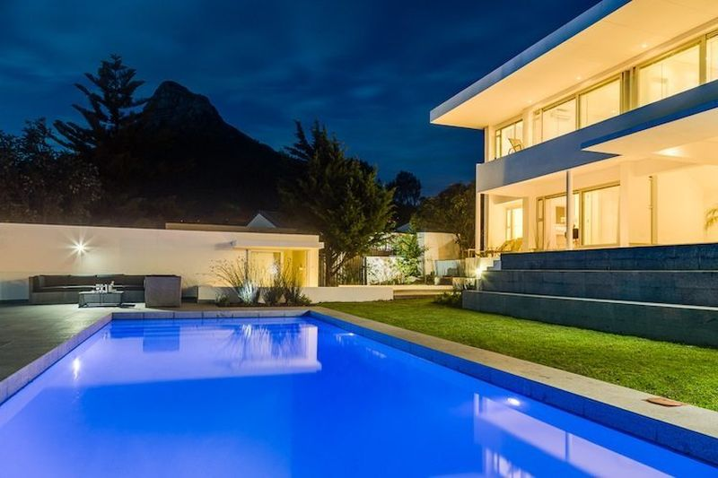 Self Catering 6 Bedroom Luxury Holiday Villa in Camps Bay