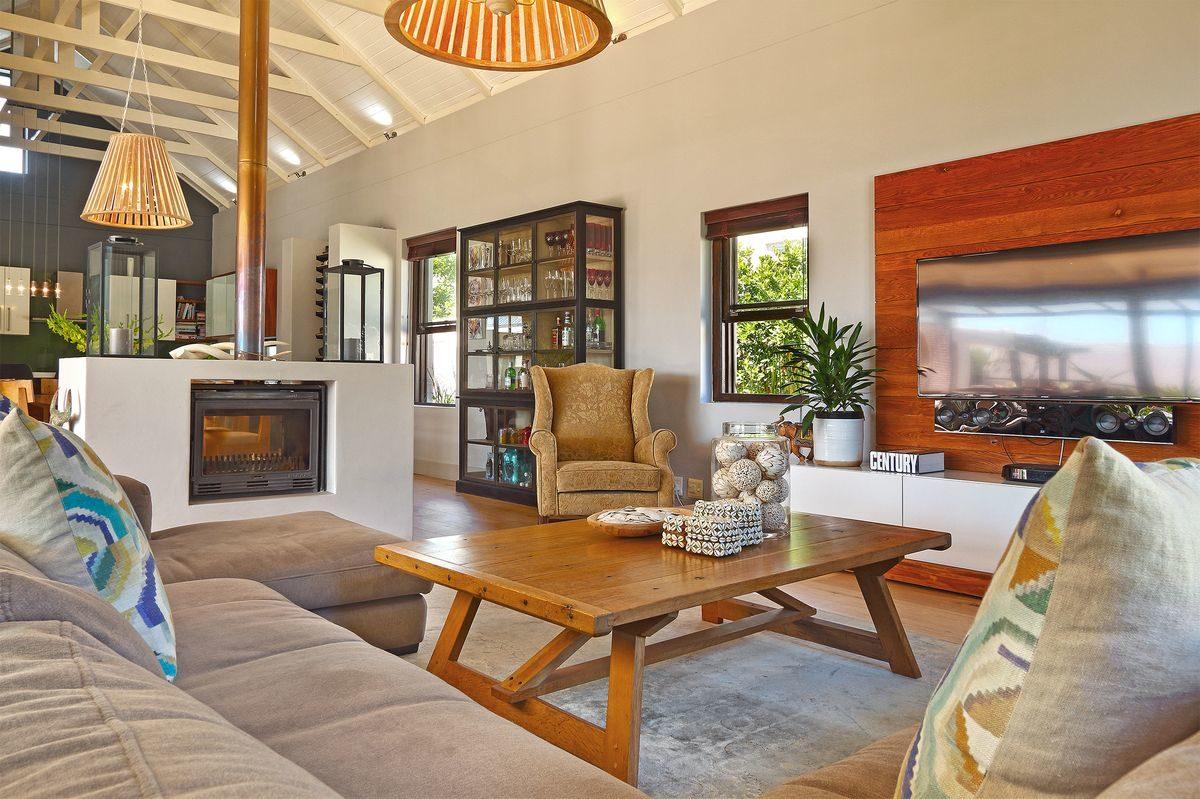 Modern 5 Bedroom Secure Delightful Villa